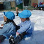 雪遊びの様子